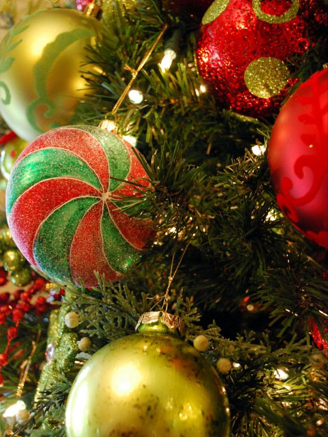RMS_tammywall-Christmas-tree-Ornaments_s3x4.jpg.rend.hgtvcom.1280.1707