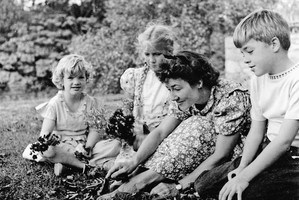 anne-morrow-lindbergh-and-her-children