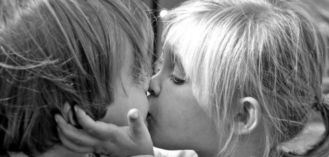 Boy-and-girl-kissing-by-Steve-Corey-Creative-Commons