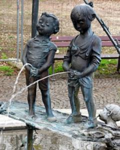 peeing statue 3