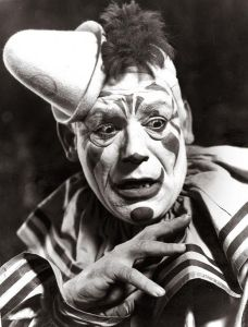 10-clowns-to-fuel-nightmares-01-tito-sm